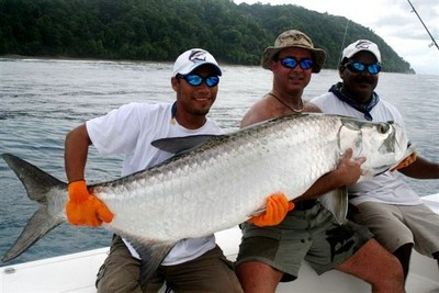 Jeff Vannoy and crew with tarpon caught on Costa Rica's South Pacific
